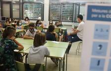 Una clase de la Escuela Catalònia de Barcelona con todos los alumnos con mascarillas,