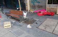 La presència d'un sensesostre afarta els veïns del carrer Pere Martell de Tarragona