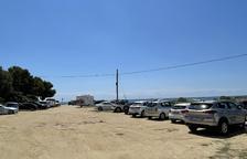 Moltes persones desisteixen i no van a la platja Llarga de Tarragona per falta d'aparcament
