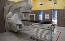 L'Hospital de la Santa Creu de Tortosa posa en funcionament el nou accelerador lineal