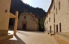 Imatge de l'ermita i el balneari de la Fontcalda de Gandesa.