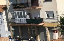 Imatge de la Guàrdia Urbana acudint al carrer Penedès per un incident anterior.