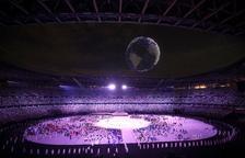 Un enjambre de drones ilumina el cielo de Tokio en la ceremonia de inauguración de los Juegos Olímpicos