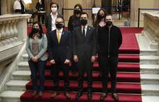 El president del Parlament, Roger Torrent, el vicepresident, Josep Costa, i els membres de la Mesa Eusebi Campdepadrós i Ariadna Delgado querellats a les escales amb portaveus de JxCat, ERC i la CUP el 3 de març del 2021