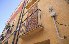 Tapian un piso de la calle Ferrers de Tarragona después de un intento de ocupación