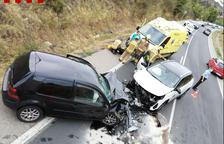 Choque frontal entre dos coches en la C-14 en Montblanc