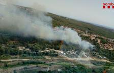 Los Bomberos dan por extinguido el incendio del barrio de Sant Salvador de Tarragona