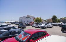 La Mora quiere aparcamientos regulados para acabar con el caos circulatorio
