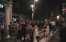 Aglomeracions a Barcelona durant el primer divendres sense toc de queda: «Allargarem tant com ens deixi la policia»