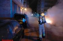 Imagen de Bombers trabajando en el lugar de las llamas.