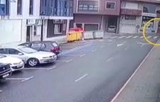 Imagen del carrito aparcado en la acera.