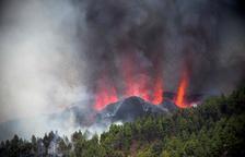 Una erupción volcánica empezó durando la tarde del domingo en los alrededores de Las Manchas, en El Paso en la isla de La Palma de Canarias