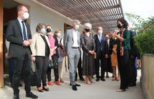 El consejero de Salud, Josep M. Argimon y el resto de autoridades durante la visita al Centro Terapéutico para el Alzheimer y la Unidad de la Memoria de Reus.