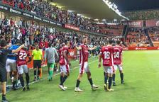 Els jugadors grana celebrant el gol d'Edgar Hernández que sèrbia per donar la volta al marcador.
