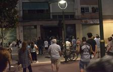 Imagen de los momentos de tensión que se vivió entre vecinos y ocupas al barrio de Pilar.