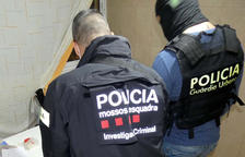 Se calcula que la droga intervenida y vendida al detalle superaría en el mercado ilegal los 7.000 euros.