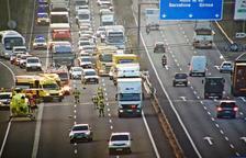 Un motorista de 24 años y vecino de Cunit ha muerto en un choque con un camión en la A-2 en Catellbisbal