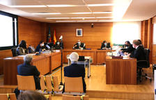 L'expresident d'Escal UGS, Recaredo del Potro (dreta) i l'exconseller delegat, José Luis Martínez Dalmau (esquerra), asseguts al banc dels acusats en la primera jornada del judici del Castor.