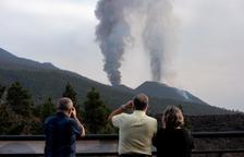 El volcà continua abocant cendra a tota l'illa de la Palma.