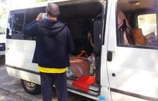Una familia de Cunit que vive en una furgoneta desde hace tres meses pide ayuda urgente