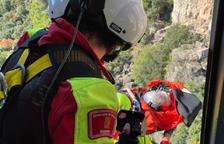 Rescatan en helicóptero a una persona accidentada en Montblanc