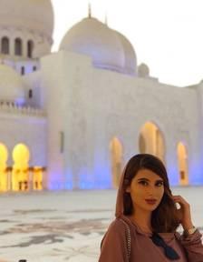 Cristina Mercadé en un bonito rincón de la ciudad de Dubái.