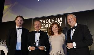El Director Ejecutivo de Química de Repsol, Juan Carlos Ruiz y la directora de Estrategia, Innovación y Control de Química de la compañía, Clara Rey, recogieron el premio.