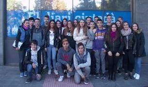 Els alumnes que han visitat la redacció.