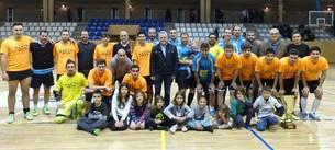 Fotografia de família de la final que van jugar els equips Can Martin i Ferrellar.