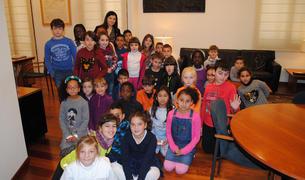Imatge dels alumnes que han visitat l'Ajuntament de Vila-Seca.