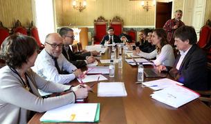 Els integrants de la reunió, a l'Ajuntament.