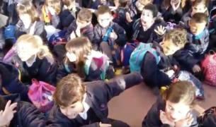 Alguns dels infants que apareixen al vídeo.