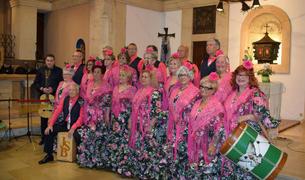 El Coro Rociero Aromas de Azahar de Creixell a la seva actuació a la Missa Rociera a l'església de Sant Jaume de Creixell aquest passat diumenge.