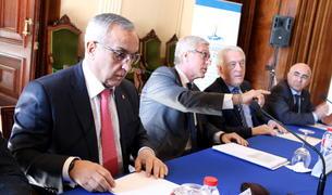 Primer pla d'un moment de la reunió del Comitè Organitzador dels Jocs Mediterranis 2018, amb el president del COE, Alejandro Blanco; i l'alcalde de Tarragona, Josep Fèlix Ballesteros, presidint-la aquest 29 de març de 2017