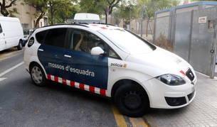 Pla sencer del vehicle dels Mossos d'Esquadra que ha traslladat l'assassí confés als jutjats de Reus.