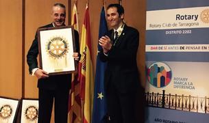 Josep Fortuny entregant a Ignacio Moral el Premi Imperial Tarraco.