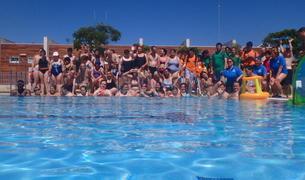 Fotografia de grup dels participants a la sessió aquàtica.