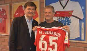Benaque i Andreu amb la samarreta personalitzada.