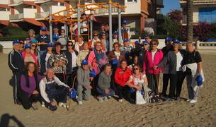 Fotografia de grup dels participants en la caminada popular de la 12a Setmana de la Gent Gran del Vendrell.