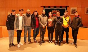 Imatge del alumnes amb l'alcaldessa, Camí Mendoza.