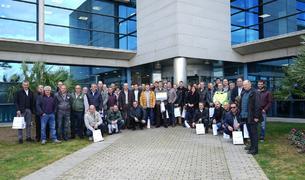 Fotografia de grup de la visita dels empresaris al Port.