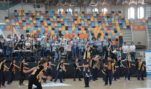 Els nens i nenes han cantat juntament al PeTaCa l'himne dels Jocs del Meditarrani 2018.