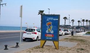 Imatge d'un opi a La Pineda anunciant els Jocs Mediterranis.
