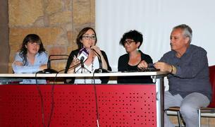Begoña Floria, consellera de Cultura de Tarragona, amb Ester Roca, directora castellera del Concurs de Castells, Núria Batet, regidora de Festes de Torredembarra, i Xavier Gonzàlez, director del concurs.