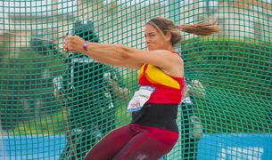 Berta Castells, durant un dels llançaments, que van resultar insuficients per pujar al calaix.
