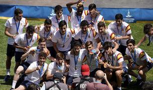Los campeones, con sus medallas