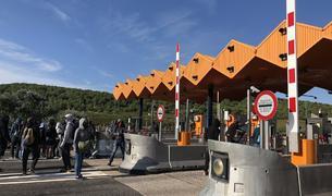 Els CDR aixequen barreres a diversos peatges per commemorar l'1-O