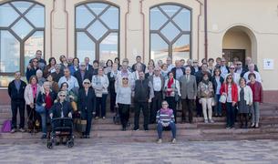 Foto de família dels participants a la sortida al Palau de la Música.