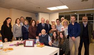 Foto de família de la festa dels 100 anys de Ramon Porqueras.