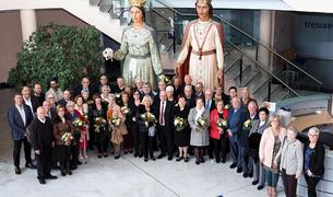 Foto de família de les 18 parelles que han celebrat els 50 anys de casats.